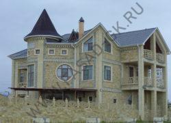 Облицовка  дагестанским камнем. Фасад из дикого камня. Карнизы из песчаника.