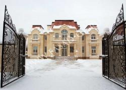 Облицовка фасада из дагестанского песчаника с применением архитектурных элементов