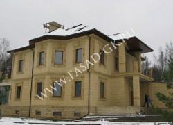Облицовка дома из дагестанского ракушечника в сочетании с мекегинским доломитом