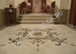 Отделка лестницы и декоров в интерьере из мрамора Крема Марфил в сочетании с Имперадор Дарк и Имперадор Лайт (Испания, Турция)