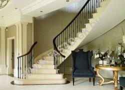 Отделка лестницы и декоров в интерьере из мрамора Крема Нова (Турция)