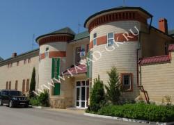 Фасад ресторана облицован дагестанским ракушечником