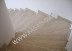 Лестница из травертина БЕЖ Вейн кат