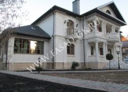 Облицовка фасада дома дагестанским песчаником. Облицовка цоколя мекегинским доломитом