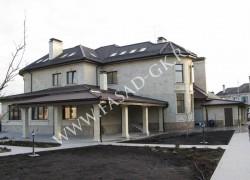 Отделка фасада дома натуральным камнем - песчаником, отделка цоколя гранитом Сансет Голд