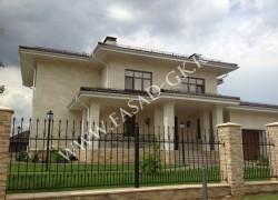 Облицовка фасада дома природным камнем - дагестанским песчаником