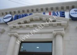 Отделка фасада из белого дагестанского известняка
