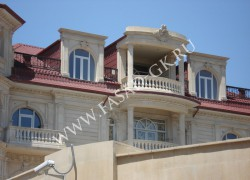 Отделка загородного дома из дагестанского ракушечника