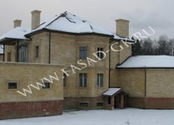 Облицовка частного дома дагестанским камнем. Дагестанский желтый ракушечник.