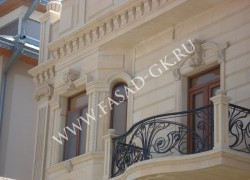 Фасады из дагестанского камня. Фрагмент отделки фасада из ракушечника.